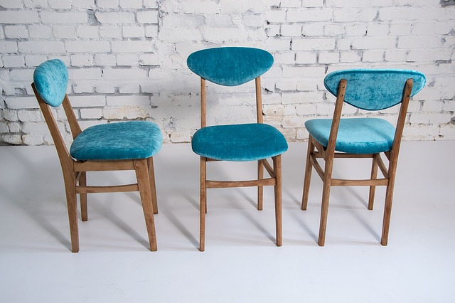 chairs-2160184_640